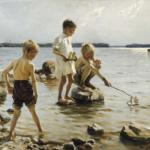 海岸で遊ぶ少年たち