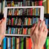 本棚とタブレット